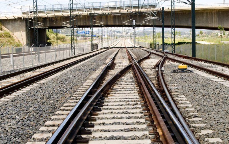 ¿Cómo funcionan las vias del tren?